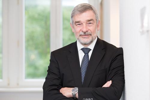 Martin Thul ist Geschäftsführer des Commercial Vehicle Clusters Südwest und arbeitet mit seinem Team im Kompetenzzentrum der Nutzfahrzeugindustrie